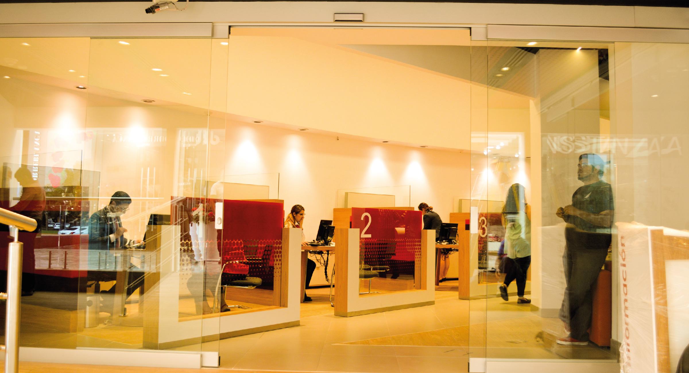 Puerta Automática de Cristal en Banco Santander Guadalajara
